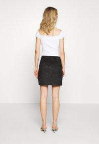 Vero Moda - VMDONNAZIPPER - Mini skirt - black - 2