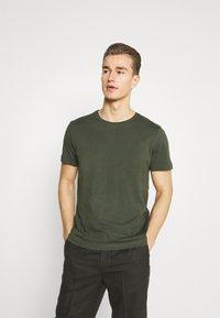 s.Oliver - Jednoduché triko - khaki/oliv - 0