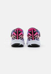 Skechers Performance - GO RUN CONSISTENT UNISEX - Chaussures de running neutres - black/multicolor - 2