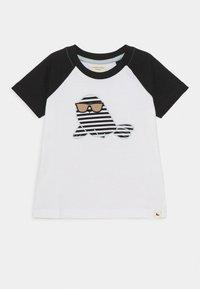 Turtledove - RAGLAN SEAL APPLIQUE - Camiseta estampada - white - 0