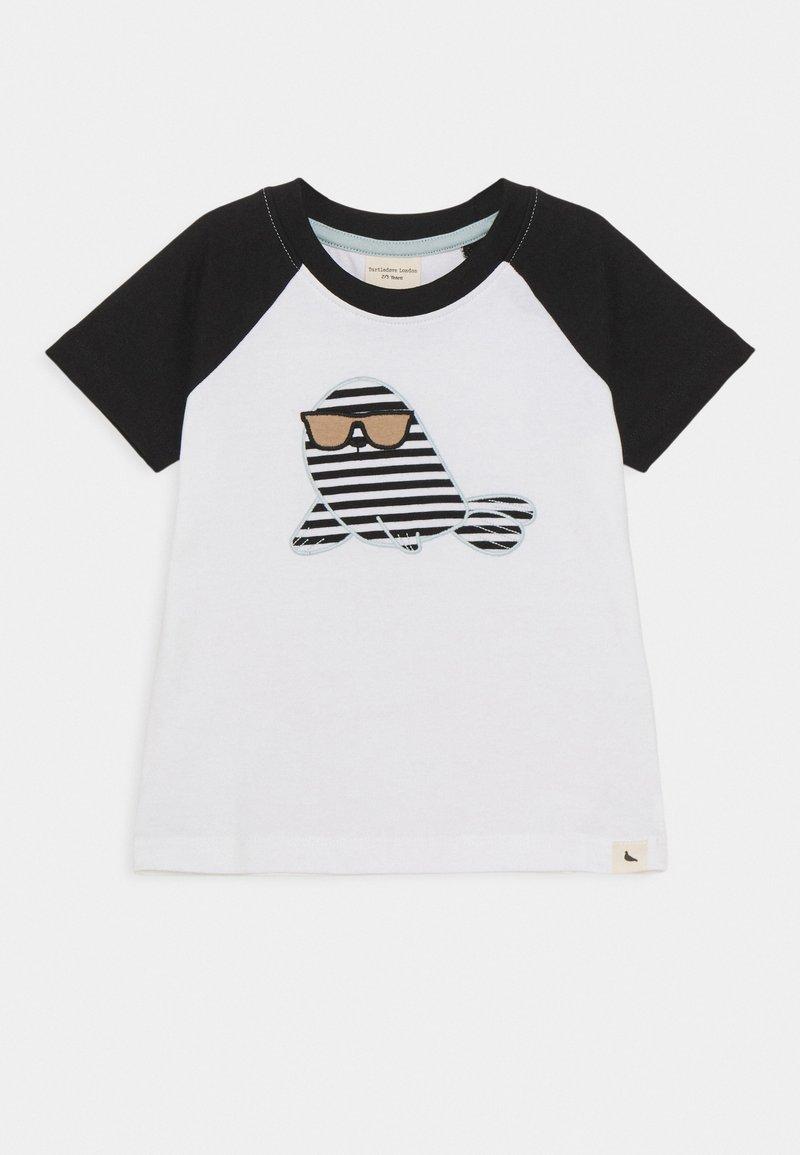 Turtledove - RAGLAN SEAL APPLIQUE - Camiseta estampada - white