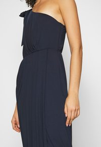 Nly by Nelly - ONE SHOULDER GOWN - Suknia balowa - navy - 3