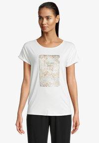 Betty & Co - Print T-shirt - rohweiß - 0