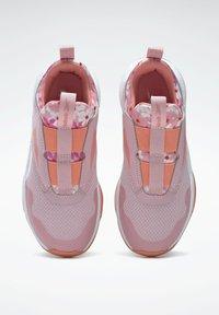 Reebok - REEBOK XT SPRINTER SLIP-ON SHOES - Stabilty running shoes - pink - 3