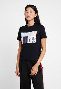 Calvin Klein Jeans - MULTI LOGO BOX STRAIGHT TEE - Print T-shirt - black - 0