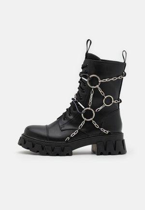 CYRUS - Bottines à lacets - black
