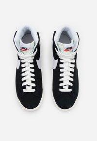 Nike Sportswear - BLAZER MID UNISEX - Zapatillas altas - black/white/sail/total orange - 3