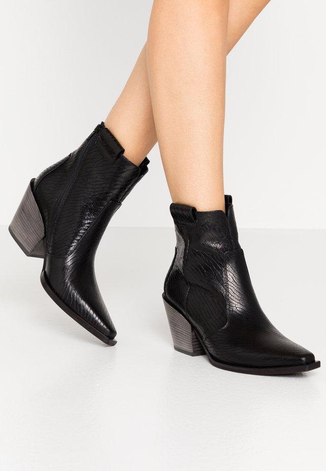 TONI - Boots à talons - schwarz