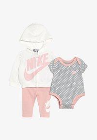 Nike Sportswear - FUTURA BABY SET - Sweatjakke /Træningstrøjer - bleached coral - 3
