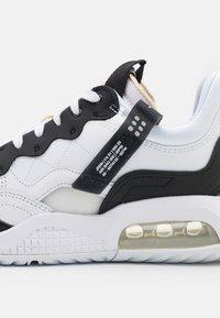 Jordan - MA2 - Trainers - white/black/university red/light smoke grey/praline - 5
