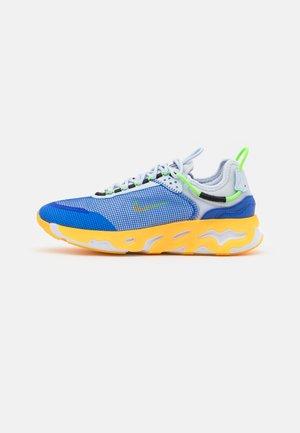 REACT LIVE PRM - Sneaker low - football grey/laser orange/hyper royal/white/black/electric green