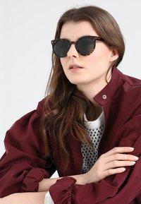 Komono - LULU - Sluneční brýle - dark brown/brown - 1