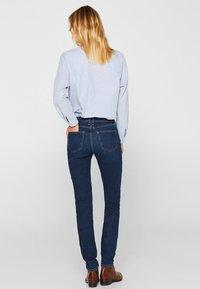 Esprit - LIEBLINGS GESCHNITTENE  - Slim fit jeans - blue dark washed - 2