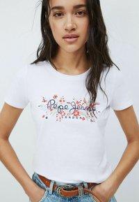 Pepe Jeans - Print T-shirt - blanco off - 3
