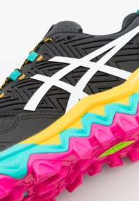 ASICS - GEL-FUJITRABUCO 8 - Trail running shoes - black/white - 5