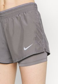 Nike Performance - 10K SHORT - Pantalón corto de deporte - gunsmoke/wolf grey - 5