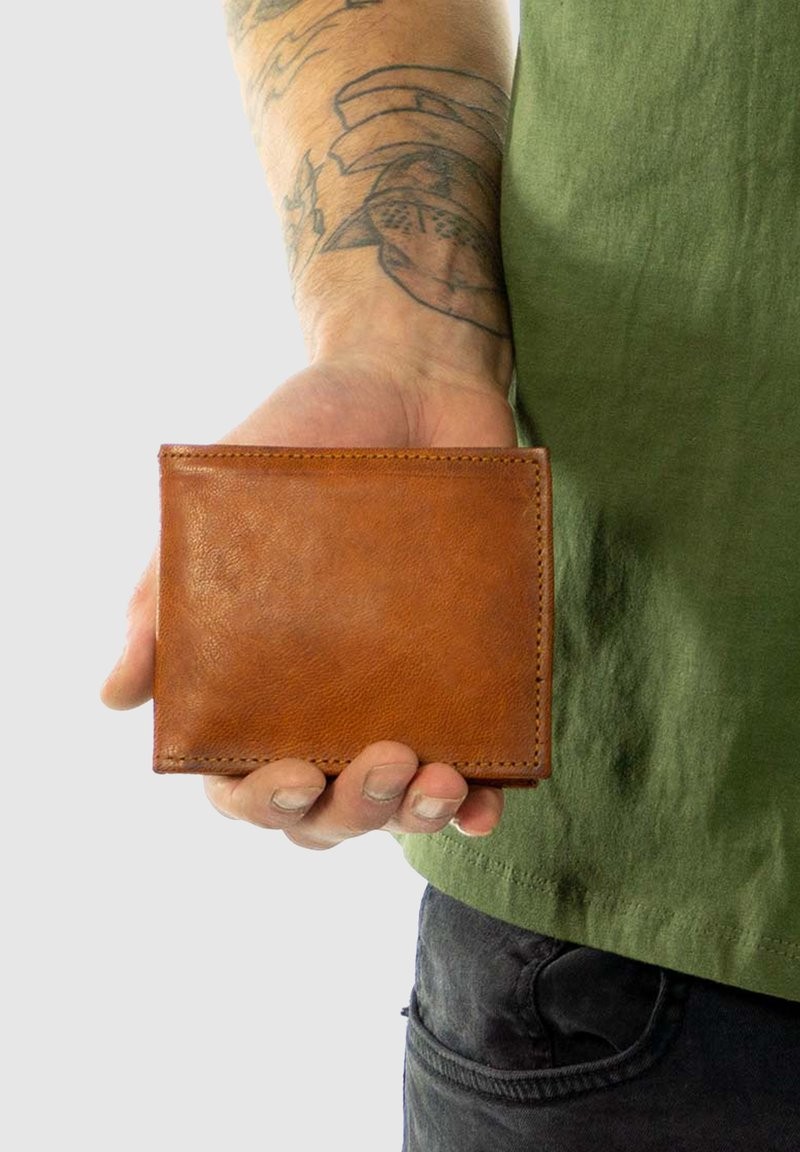 Gusti Leder - EMIL - Wallet - brown