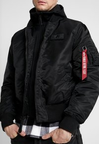 Alpha Industries - TEC BACK PRINT - Bomberjacke - black/red - 4