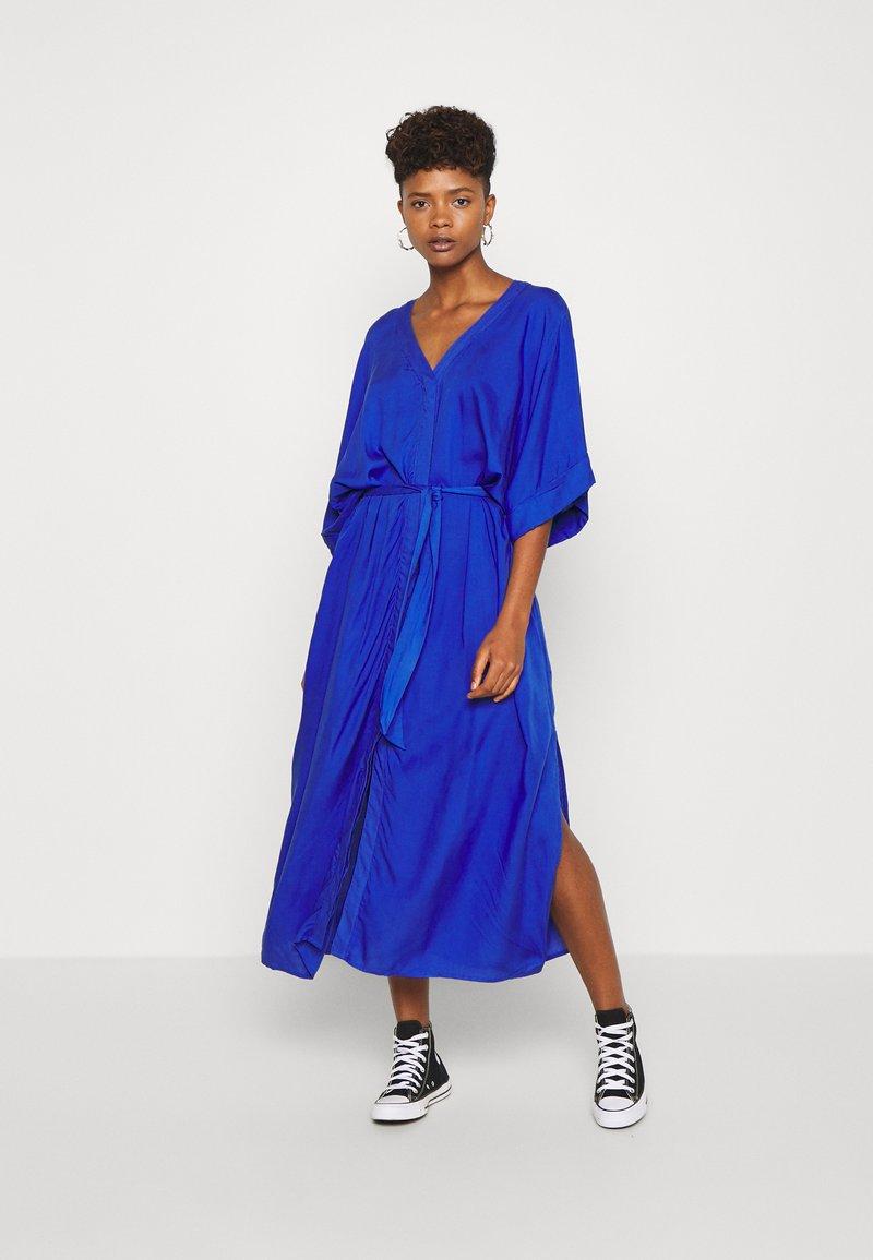 Monki - CARRO DRESS - Maxikjole - blue