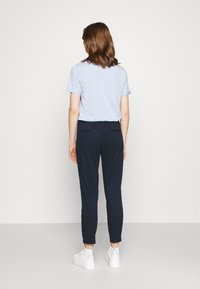 ONLY - ONLEVELYN ANKLE PANT  - Chinos - navy blazer - 2