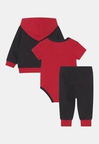 Jordan - GREATEST JUMPMAN SET UNISEX - Tracksuit - gym red/black - 1