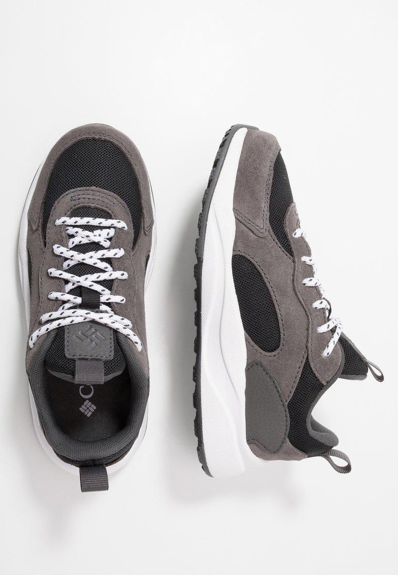 Columbia - YOUTH PIVOT - Sports shoes - black/white