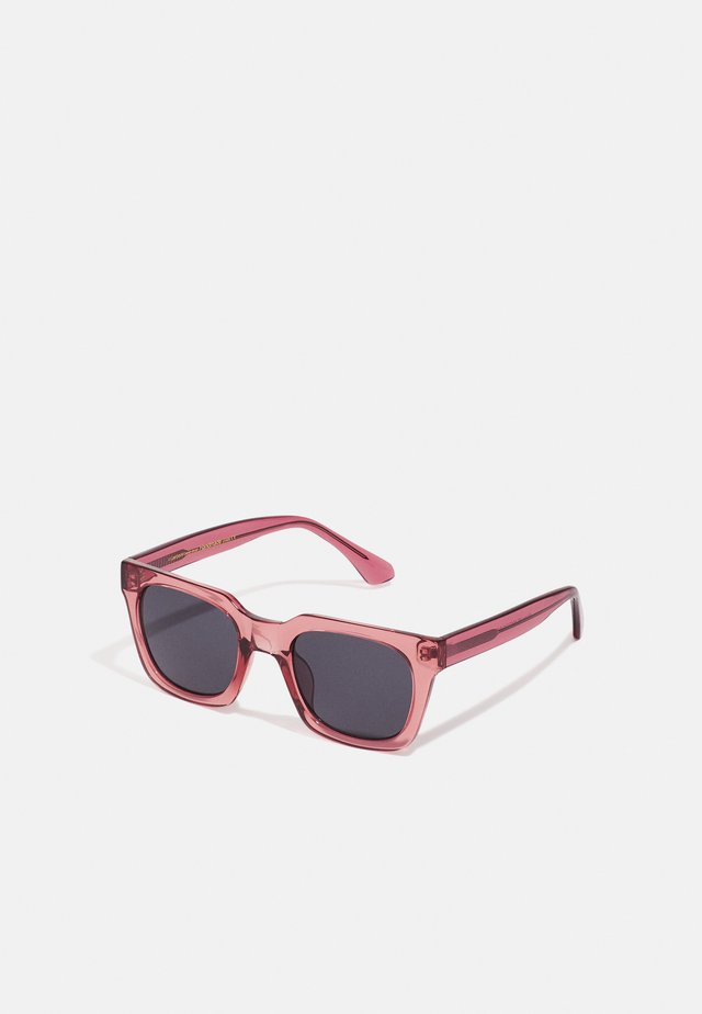 NANCY - Sunglasses - soft red transparent