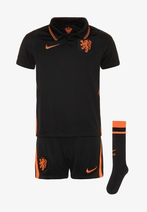 NIEDERLANDE SET - Pantalón corto de deporte - black/safety orange