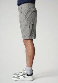 Napapijri - NOTO - Shorts - medium grey solid - 2