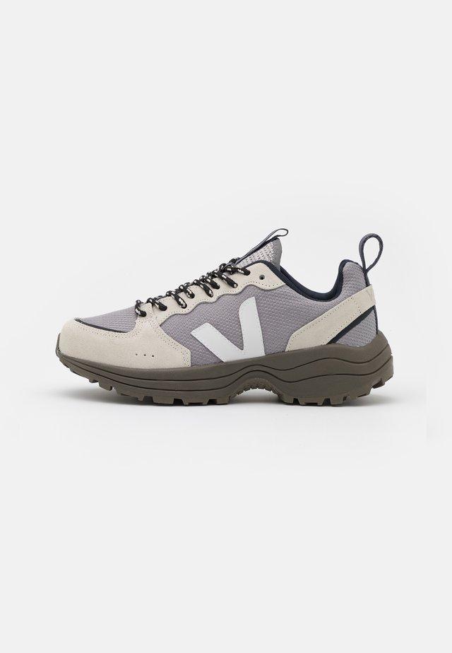 VENTURI - Sneakers laag - silver/white/kaki