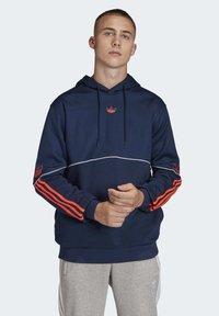 adidas Originals - OUTLINE HOODIE - Bluza z kapturem - blue - 0