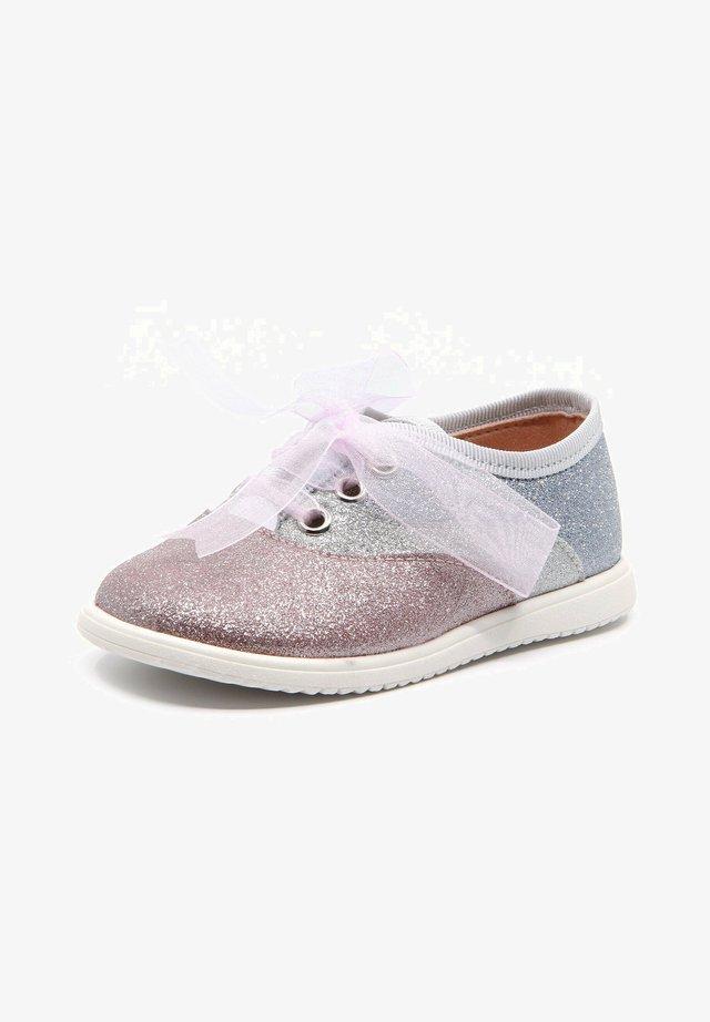 Chaussures à lacets - rosa
