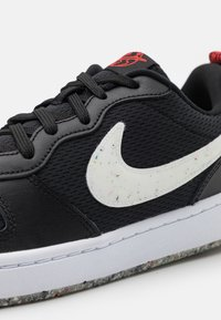 Nike Sportswear - COURT BOROUGH 2 MTF UNISEX - Trainers - black/white/crimson - 5