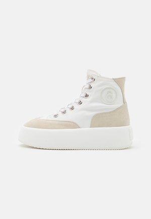 Sneakers alte - white/cement