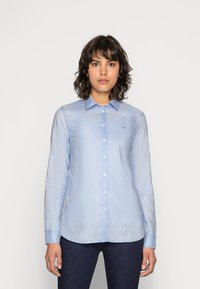 Tommy Hilfiger - HERITAGE REGULAR FIT - Button-down blouse - skyway - 0