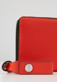 Calvin Klein - STRIDE ZIPAROUND - Portefeuille - orange - 7