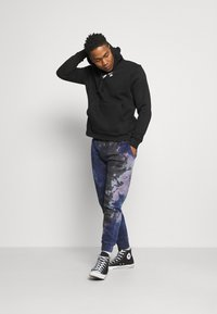 Nike Sportswear - COURT HOODIE - Mikina - black - 1