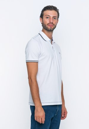SHORT SLEEVE - Poloshirts - white/navy
