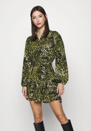 GREEN LEOPARD FRILL  - Denní šaty - khaki