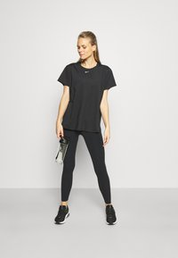 Nike Performance - ONE SLIM - T-Shirt basic - black/white - 1
