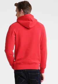 GANT - SHIELD HOODIE - Huppari - bright red - 2