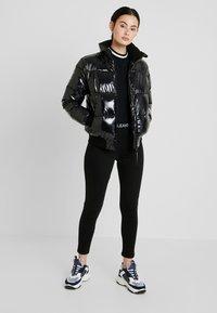 Calvin Klein Jeans - SHINY PUFFER JACKET - Zimní bunda - black - 1