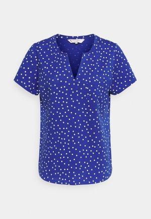 GESINA - T-shirts med print - deep ultramarine