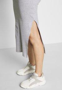 Missguided Maternity - SOFT SPLIT SIDE BELTED DRESS - Jerseykjoler - grey - 4