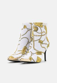 Versace Jeans Couture - Botki - white - 2