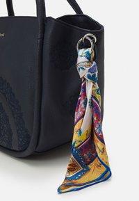 Desigual - BOLS ALESSIA ROTTUM SET - Handbag - azul - 4