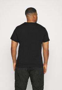 Calvin Klein Jeans Plus - PLUS MICRO BRANDING - Print T-shirt - ck black - 2