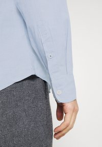 DOCKERS - ALPHA ICON - Shirt - end on end delft - 4