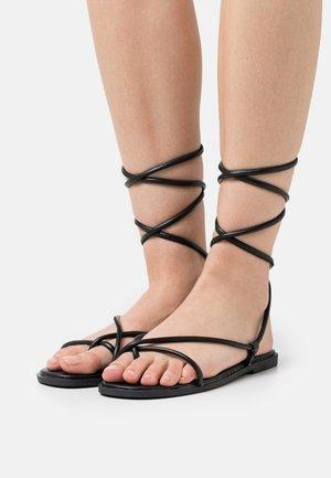 TIE UP TOE POST FLAT  - T-bar sandals - black