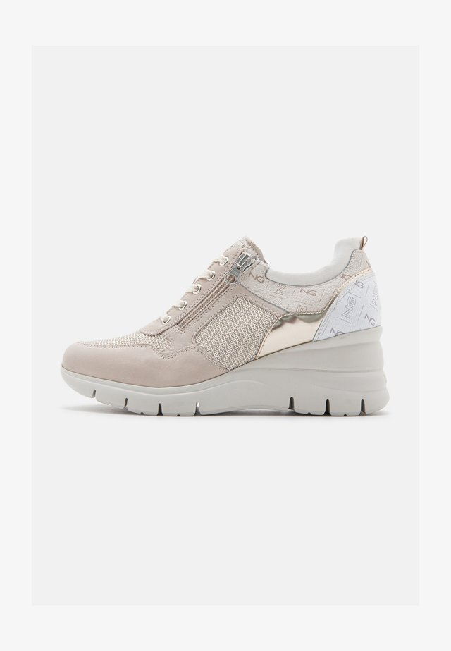 SAUVAGE - Trainers - ivory